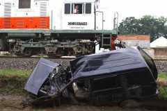 Tiga tewas setelah sebuah mobil ditabrak KA barang di Gobogan